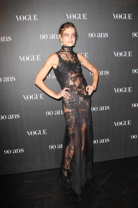 Наталья в прозрачном кружевном платье