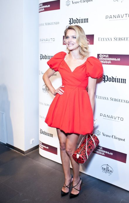 Наталья в коротком розовом платье
