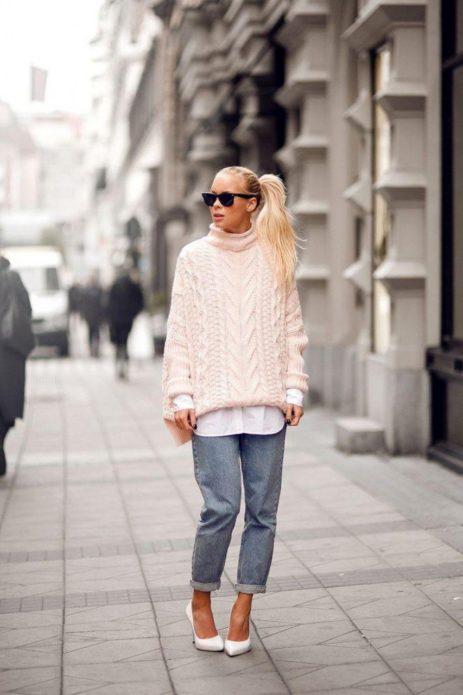 Модный белый свитер
