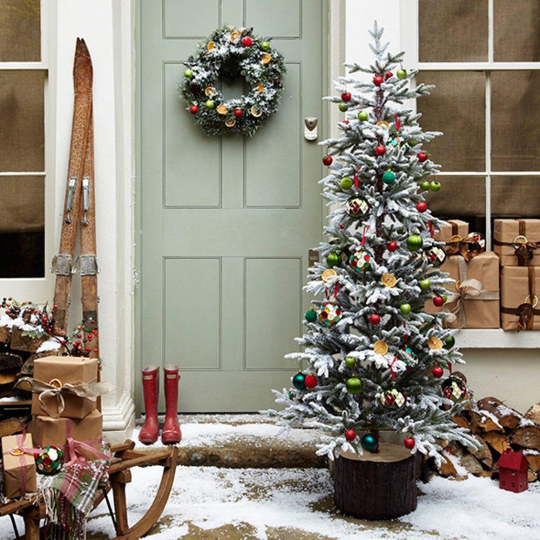 фото как украсить дом на новый год находятся