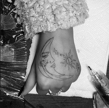 Ариана Гранде сделала новую татуировку