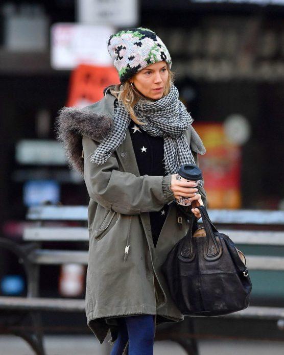 Сиенна Миллер на прогулке в Нью-Йорке