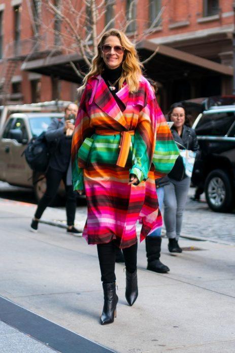 Джулия Робертс в ярком пальто
