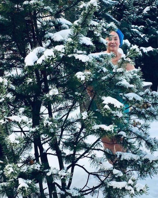 Гузеева снялась обнаженной в лесу