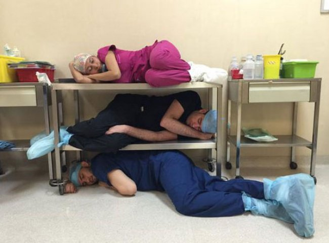 Врачи спят на дежурстве