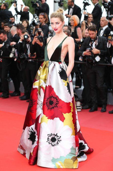 Эмбер в платье от Valentino в Каннах