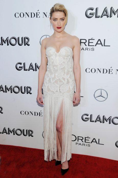 Эмбер в белом платье-бюстье