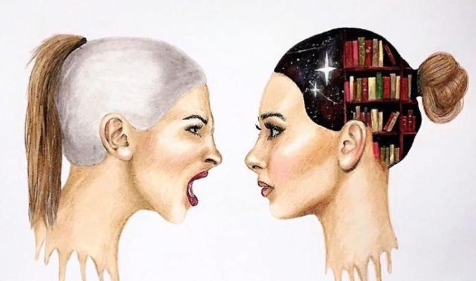 Разговор двух девушек, одна из которых агрессивна