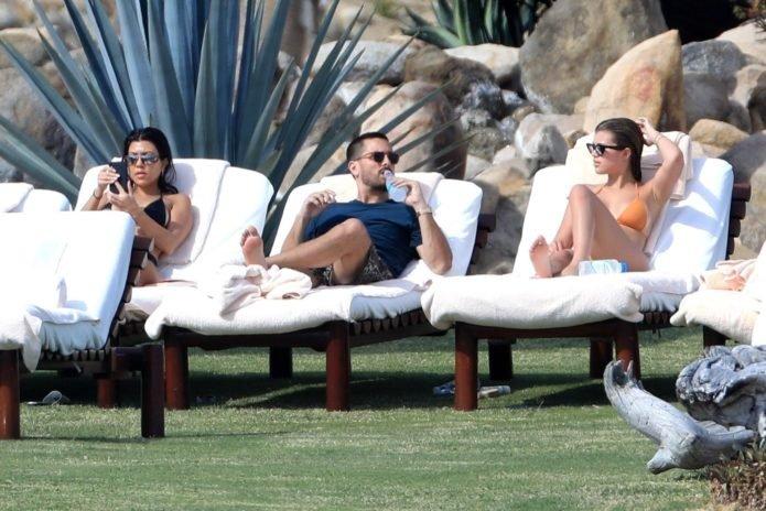 Скотт Дисик отдыхает в Мексике вместе с Кортни Кардашьян и Софией Ричи