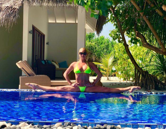Анастасия Волочкова снова села на шпагат на Мальдивах