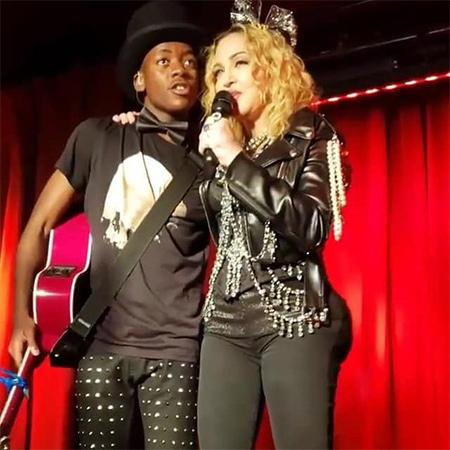 Мадонна вставила импланты в ягодицы