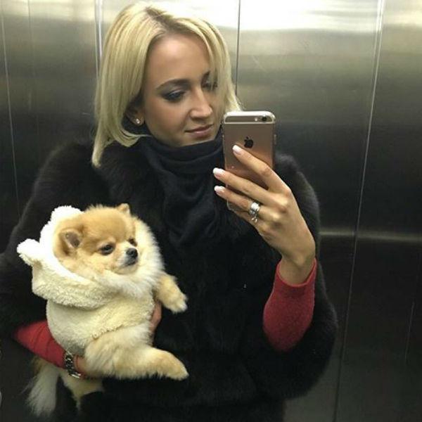 Бузова с собакой