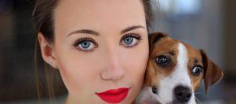 Элли Ди с собакой
