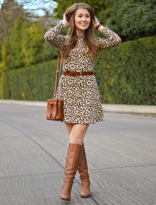 Леопардовое платье с бежевым макияжем