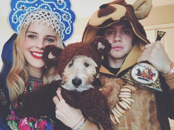 Артемий Панарин с невестой и собакой