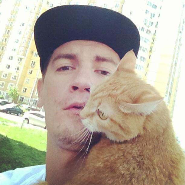 Александр Гудков с кошкой