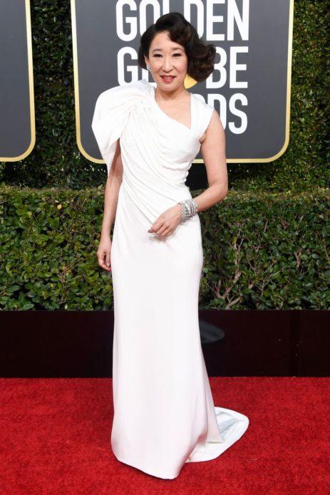 Сандра О в белом платье от Versace 2019