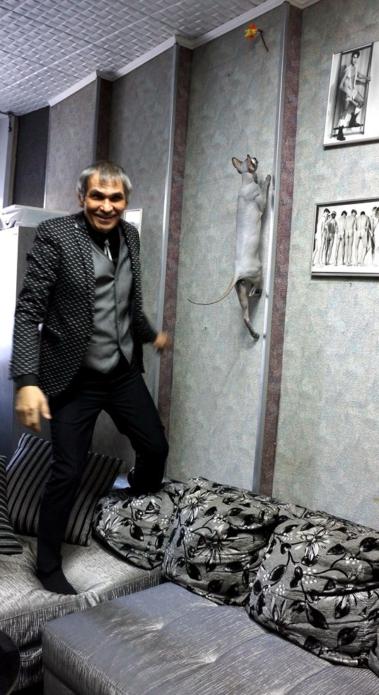 Бари Алибасов с котом Чучей