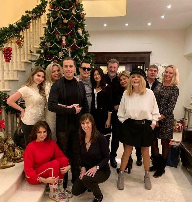 Алла Пугачева в шортах на Рождество