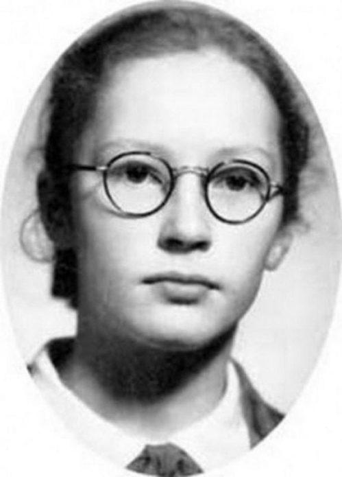 Алла Пугачёва в детстве