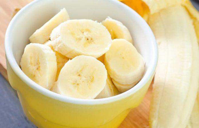 Банан в миске