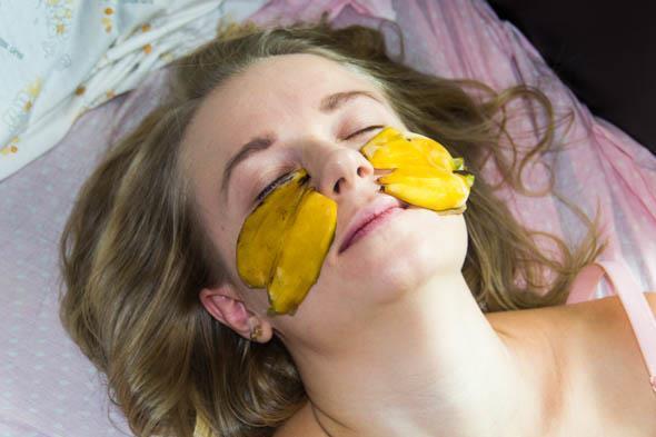Компресс для век из банановой кожуры