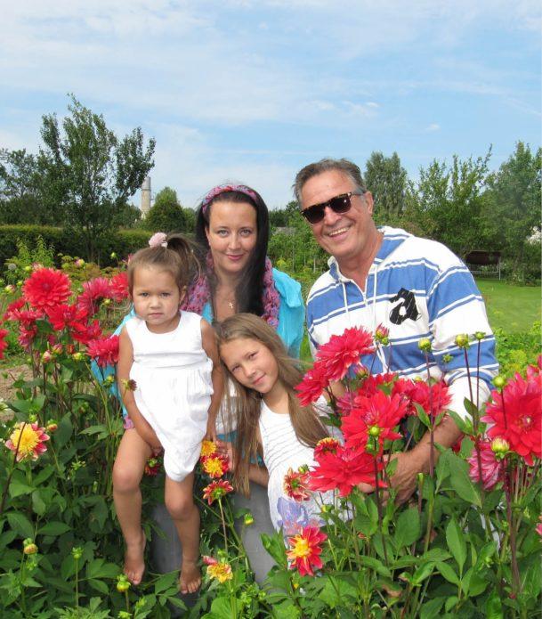 Ивар Калныньш и Лаура с детьми