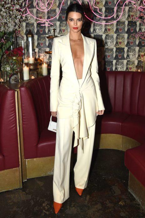 Кендалл Дженнер в белом костюме