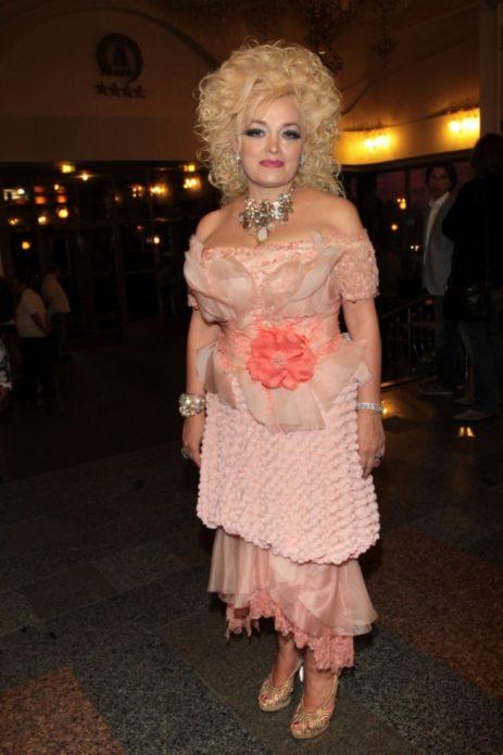 Розовое платье Надежды Кадышевой