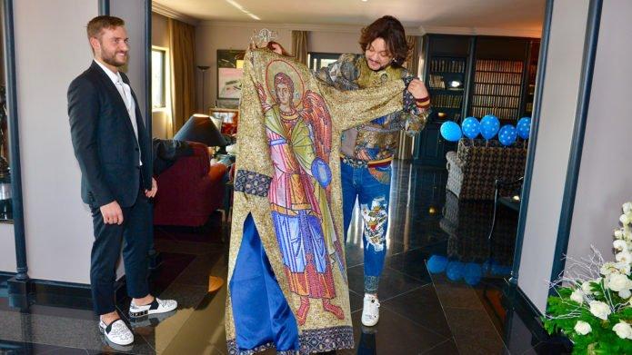 Киркоров в костюме с изображением святых РПЦ