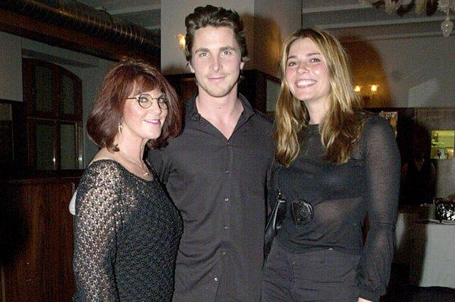 Кристиан Бейл с мамой и сестрой