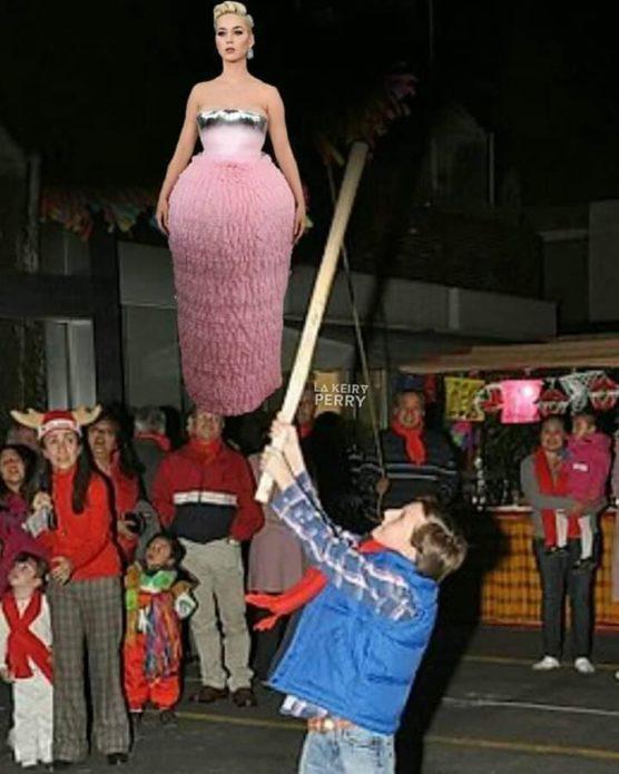Розовое платье Кэти Перри мем
