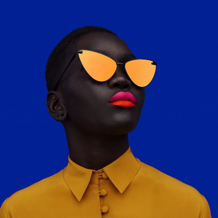 Яркое фото Ньяким Гатвеч в жёлтой одежде