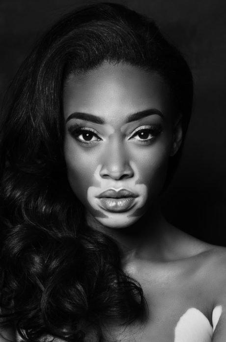 Чёрно-белый портрет модели Винни Харлоу