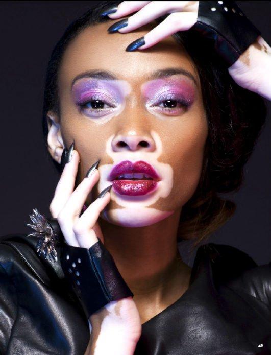 Винни Харлоу с цветным макияжем