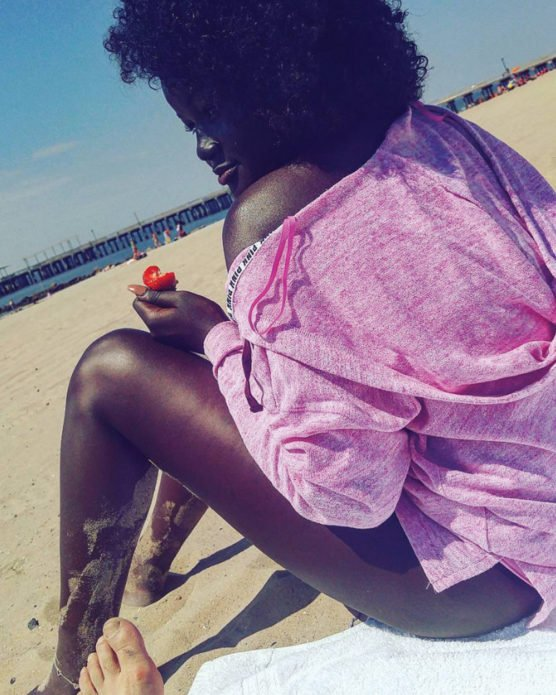 Худия Диоп на пляже
