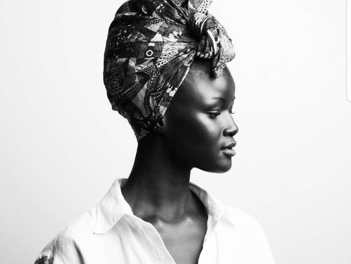 Чёрно-белое фото Худии Диоп