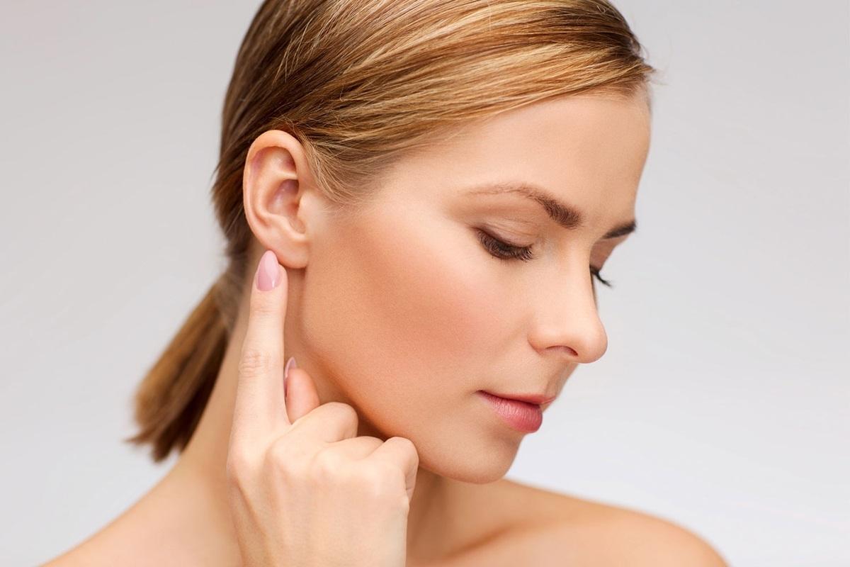 Почему шелушатся уши снаружи причины и лечение