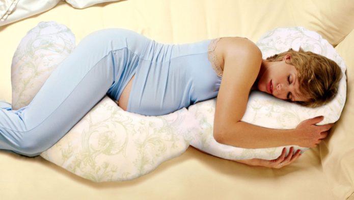 Беременная спит на левом боку