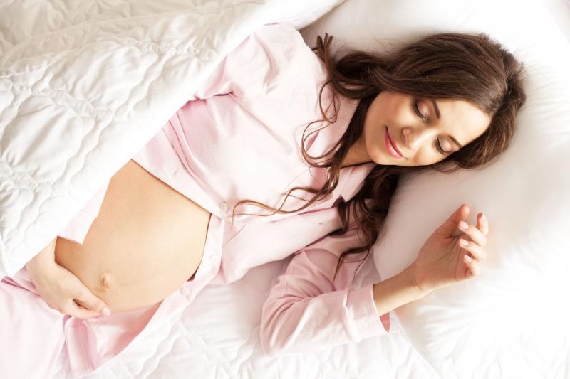 В каких позах можно при беременности спать
