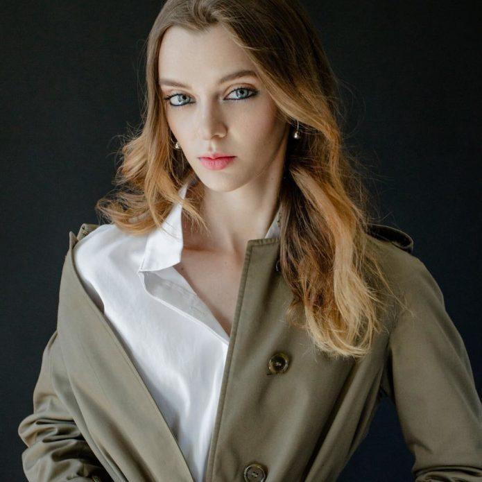 Мария Тельна в пальто