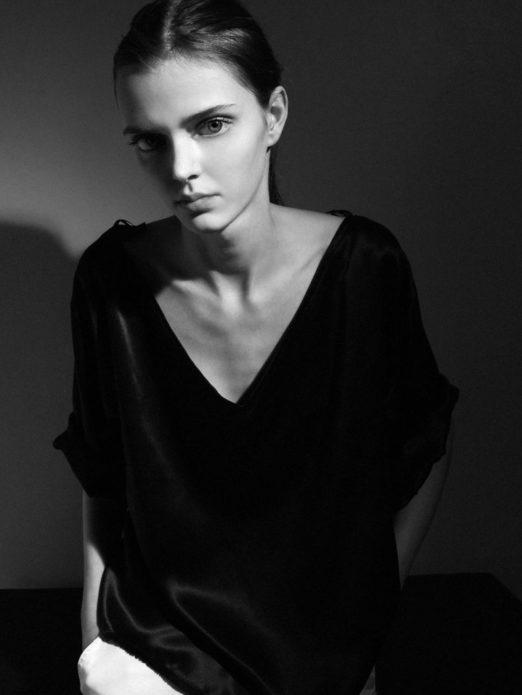 Фото Марии Тельны в чёрно-белых тонах