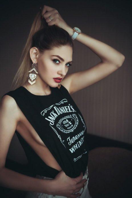 Арина Любителева