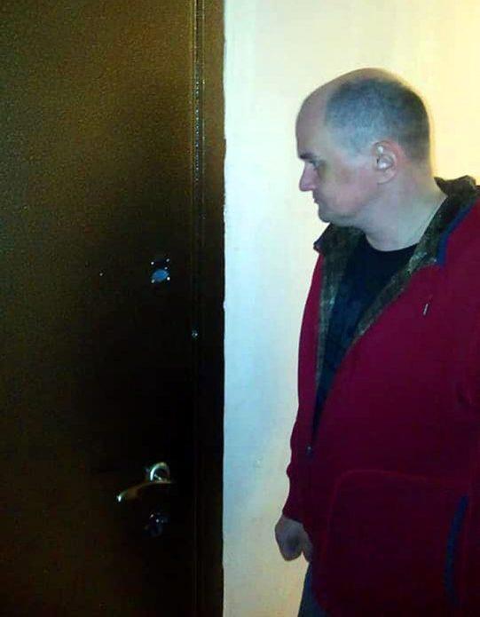 Актера Сергея Фролова выгнали из квартиры из-за долго