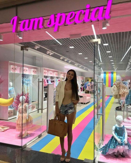 Оксана Самойлова в магазине