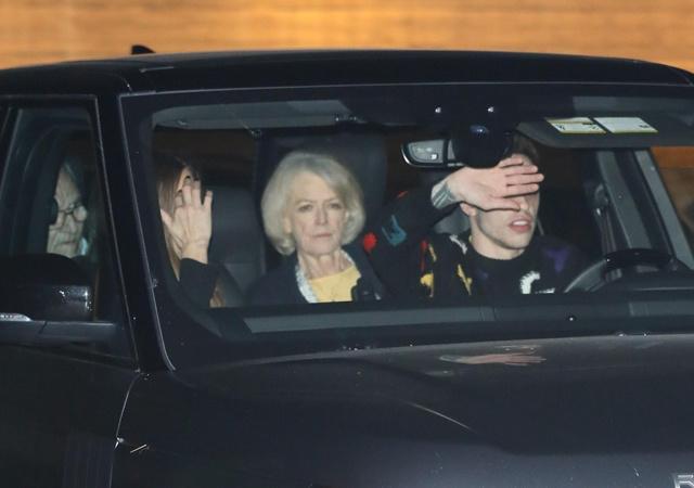 Пит Дэвидсон и Кейт Бекинсейл после ужина с родителями