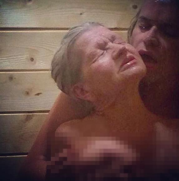 Гоген Солнцев с женой в душе