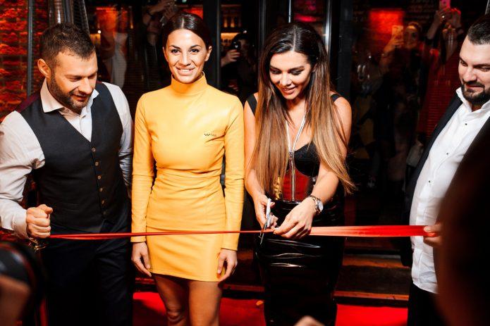 Анна Седокова открыла собственный бар