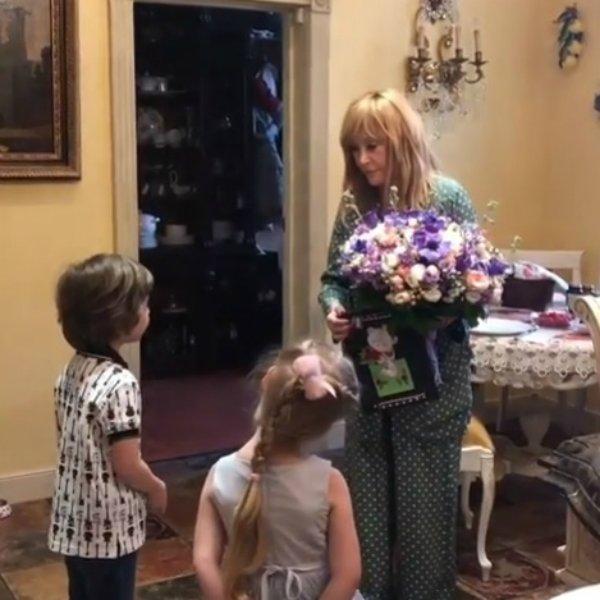 первыми Примадонну поздравили её дети