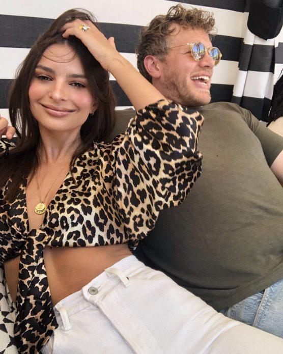Эмили Ратоковски с супругом